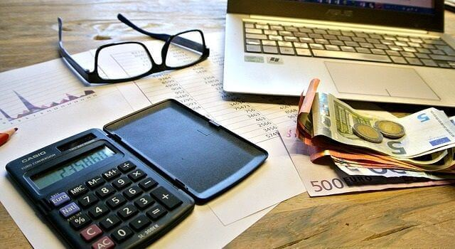確定申告が必要な副業の収入額は?副業が会社にバレたらどうなるの?